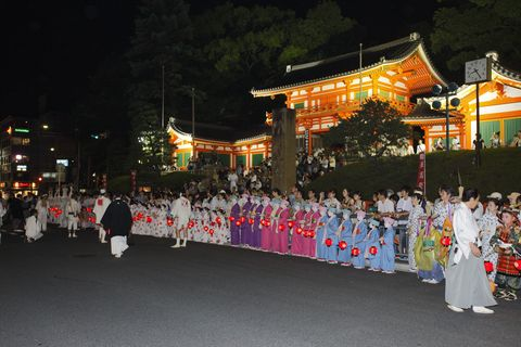 People, Event, Night, Crowd, Tradition, Chinese architecture, Temple, Japanese architecture, Midnight, Place of worship,