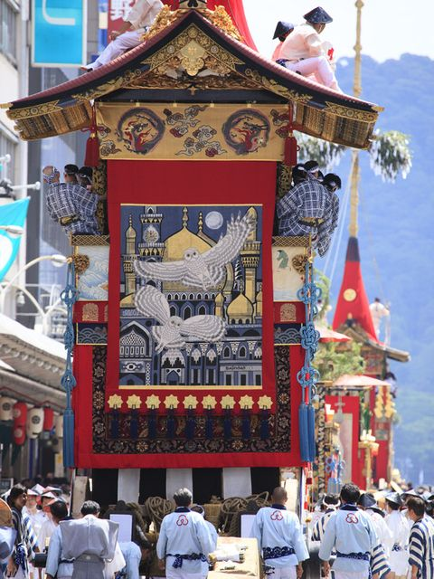 Tradition, Tourism, Temple, Place of worship, Temple, Shrine, Pilgrimage, Chinese architecture, Holy places, Tourist attraction,