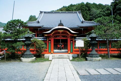 Chinese architecture, Architecture, Japanese architecture, Roof, Botany, Place of worship, Temple, Spring, Shrine, Flowerpot,