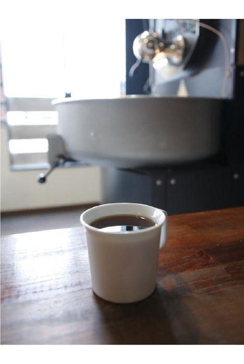 Table, Cup, Cup, Furniture, Serveware, Coffee cup, Mug, Tableware, Ceramic, Coffee table,