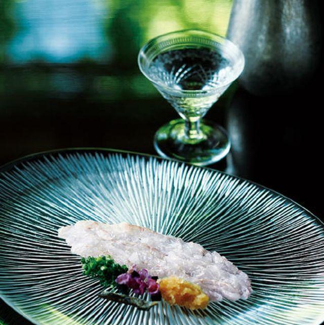 Glass, Drinkware, Stemware, Barware, Still life photography, Serveware, Natural material, Transparent material, Feather, Champagne stemware,