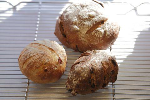 Bread, Food, Baked goods, Ingredient, Cuisine, Snack, Finger food, Staple food, Gluten, Cooking,