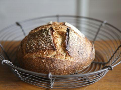 Bread, Food, Baked goods, Cuisine, Gluten, Tableware, Ingredient, Brown bread, Snack, Loaf,