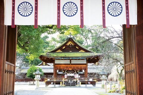 Chinese architecture, Japanese architecture, Place of worship, Temple, Holy places, Shrine, Wood stain, Shinto shrine, Historic site, Symmetry,