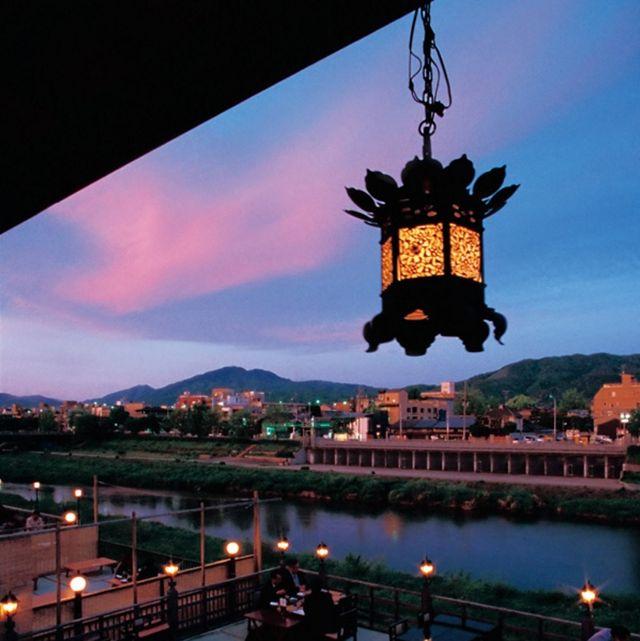 Sky, Lighting, Architecture, Light fixture, Evening, Dusk, Street light, Night, Reflection, City,