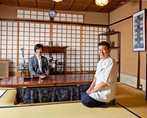 Sitting, Varnish, Japanese architecture, Light fixture, Shōji,