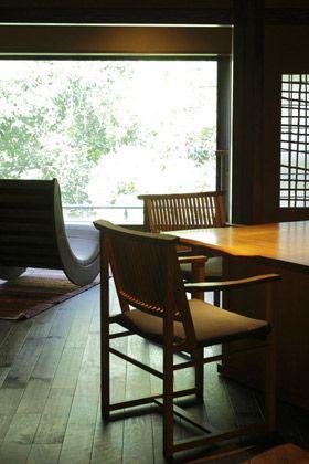 Wood, Floor, Room, Hardwood, Furniture, Flooring, Glass, Interior design, Chair, Fixture,