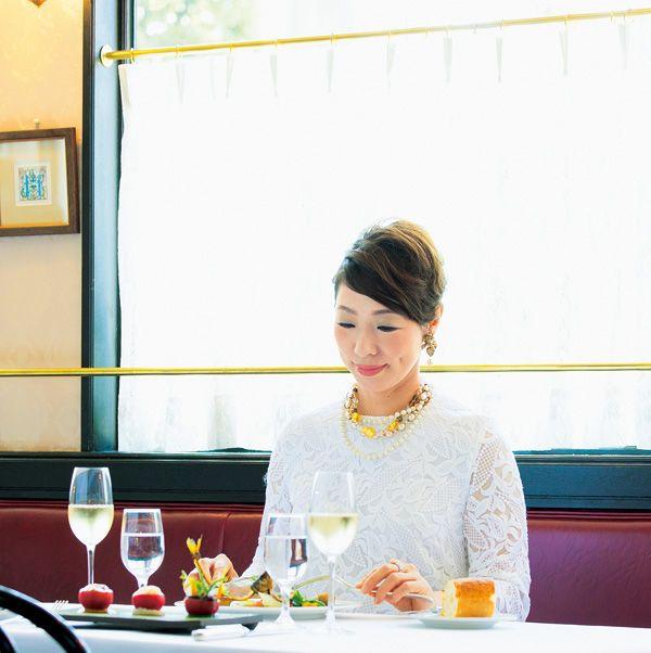 Yellow, Tablecloth, Textile, Serveware, Drinkware, Table, Furniture, Tableware, Dishware, Glass,