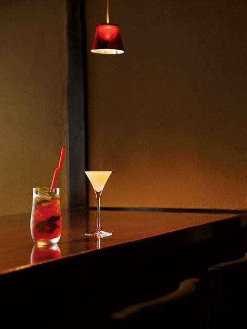 Liquid, Drink, Drinkware, Glass, Alcoholic beverage, Tableware, Classic cocktail, Amber, Distilled beverage, Stemware,