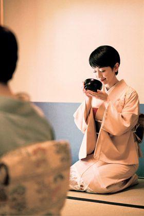 Shoulder, Sitting, Back, Camera lens, Photographer,