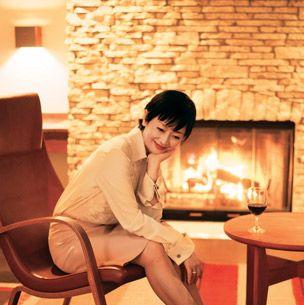 Wood, Lighting, Human leg, Shoe, Sitting, Flooring, Brick, Furniture, Floor, Hardwood,
