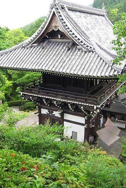 Vegetation, Chinese architecture, Architecture, Roof, Japanese architecture, Botany, Shrub, Garden, Temple, Groundcover,