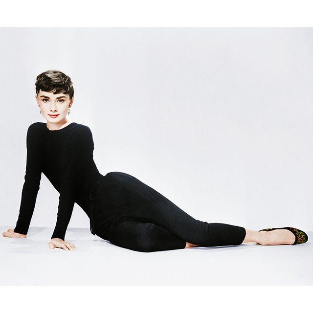 Clothing, Tights, Leggings, Leg, Shoulder, Footwear, Neck, Sleeve, Arm, Joint,