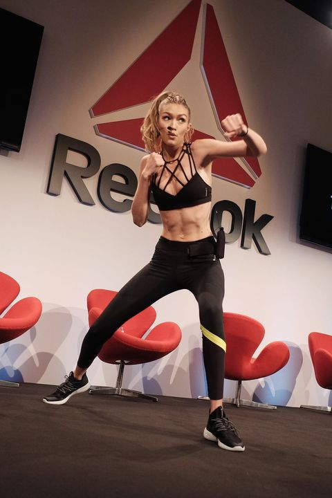 Physical fitness, Performance, Dance, Event, Thigh, Leg, Sportswear, Muscle, Spandex, Performing arts,