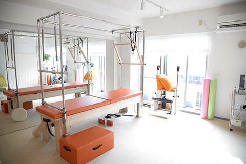 Room, Interior design, Floor, Ceiling, Medical equipment, Service, Hospital, Guitar, Health care, Medical,