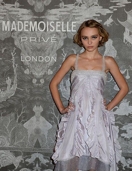 Dress, One-piece garment, Day dress, Embellishment, Waist, Gown, Fashion model, Blond, Long hair, Model,