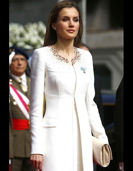 Sleeve, Dress, Outerwear, Jewellery, Style, Fashion model, Street fashion, Fashion, Beauty, Waist,