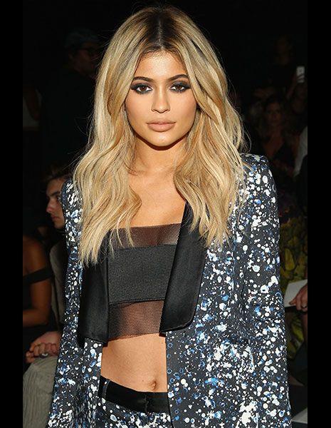 Lip, Hairstyle, Shoulder, Fashion show, Style, Fashion model, Beauty, Street fashion, Eyelash, Fashion,
