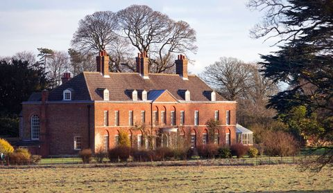 House, Home, Property, Estate, Building, Mansion, Manor house, Tree, Historic house, Sky,