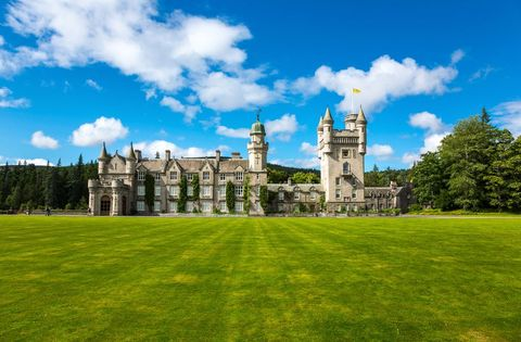 Estate, Nature, Green, Sky, Grass, Building, Natural landscape, Property, Castle, Lawn,