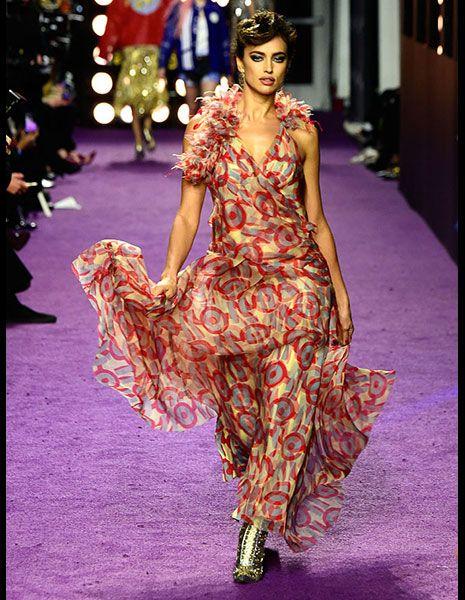 Fashion model, Style, Dress, One-piece garment, Purple, Fashion, Fashion show, Model, Street fashion, Day dress,