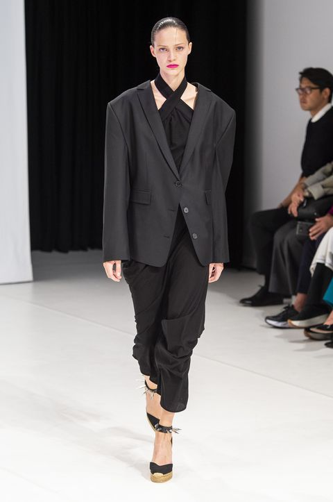 Fashion model, Fashion, Runway, Fashion show, Clothing, Suit, Formal wear, Human, Footwear, Blazer,