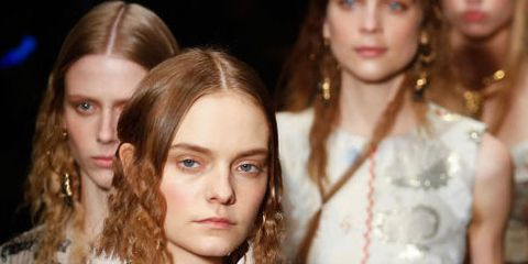 Fashion model, Hair, Fashion, Hairstyle, Beauty, Fashion show, Lip, Blond, Fashion design, Runway,