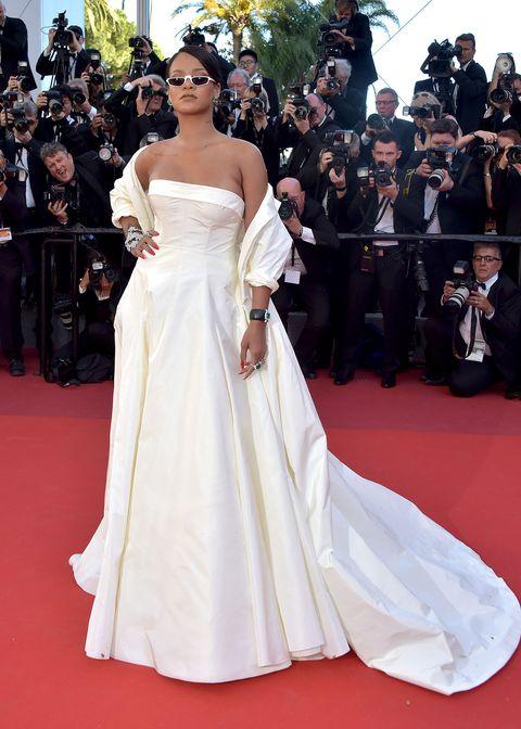 Gown, Dress, Red carpet, Clothing, Carpet, Fashion model, Shoulder, Flooring, Wedding dress, Premiere,