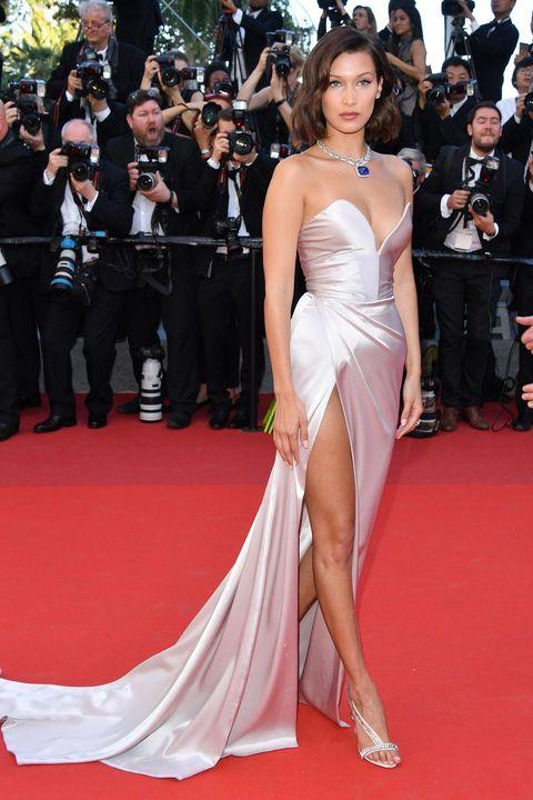 Red carpet, Dress, Carpet, Gown, Clothing, Shoulder, Flooring, Fashion model, Premiere, Event,