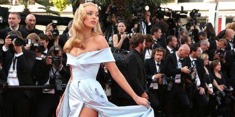 Red carpet, Fashion model, Carpet, Dress, Clothing, Premiere, Shoulder, Flooring, Gown, Fashion,