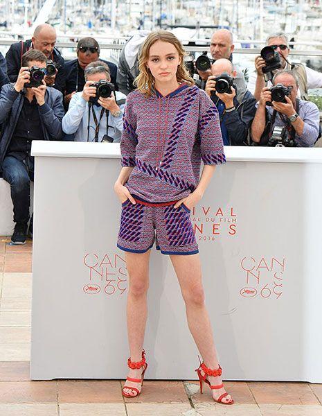 Arm, Leg, Sleeve, Shirt, Human leg, Collar, Style, Bag, Street fashion, Fashion,
