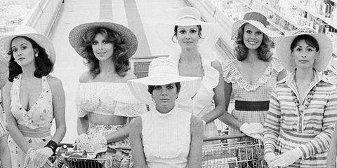 Hat, White, Style, Dress, Monochrome, Black-and-white, Monochrome photography, Vintage clothing, Machine, Necklace,