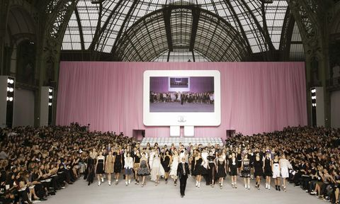 Event, Fashion, Auditorium, Crowd, Stage, Architecture, Building, Performing arts center, Technology, Runway,