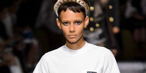 Fashion model, White, Fashion, Clothing, Runway, Fashion show, T-shirt, Beauty, Neck, Model,
