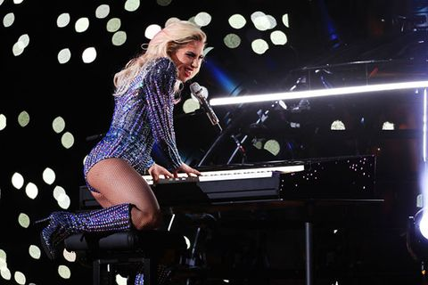 Keyboard, Musical instrument, Musician, Electronic instrument, Music, Musical instrument accessory, Entertainment, Pianist, Music artist, Performing arts,