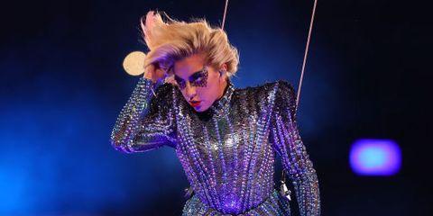 Entertainment, Performing arts, Performance, Electric blue, Purple, Thigh, Magenta, Artist, Violet, Performance art,