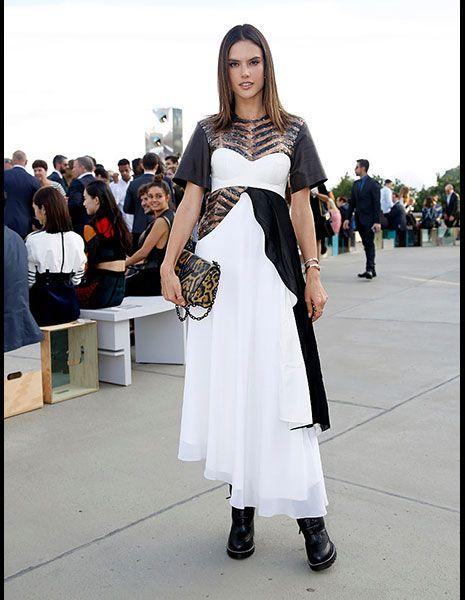 Shoulder, Dress, Style, Bag, Street fashion, Fashion, Fashion model, Youth, Luggage and bags, Fashion show,