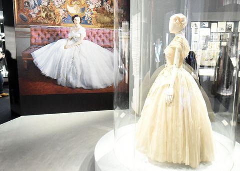 quality design f0bf6 985b8 マーガレット王女のアイコニックなドレスがヴィクトリア ...