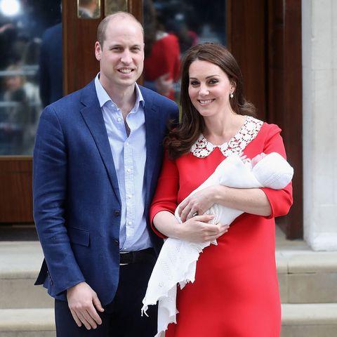27b8b8dfafd3c そしてなんと同日の午後6時には病院をスピード退院! つまり病院での滞在時間は、わずか10時間! 米『ピープル』誌によると、キャサリン妃はジョージ王子が誕生した際  ...