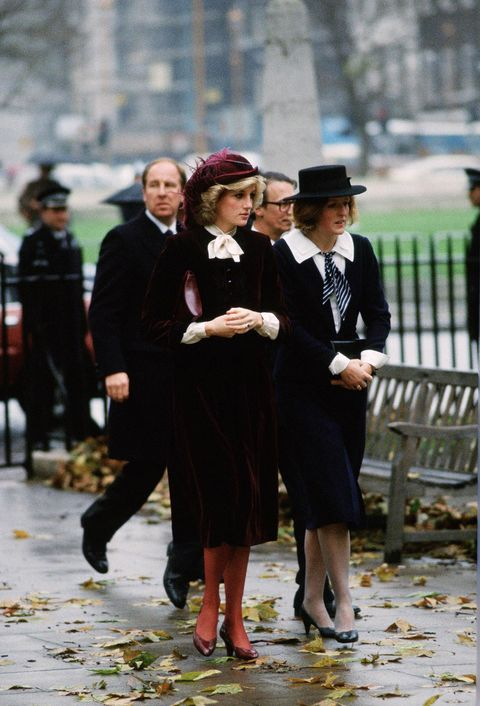 Leg, Trousers, Outerwear, Coat, Style, Hat, Street fashion, Winter, Fashion, Overcoat,