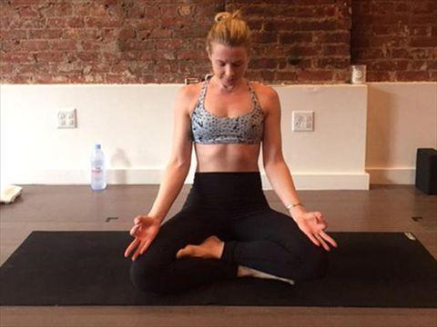 Physical fitness, Shoulder, Yoga, Sitting, Joint, Yoga mat, Arm, Leg, Sportswear, Thigh,