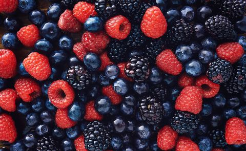 Natural foods, Food, Berry, Fruit, Blackberry, Frutti di bosco, Superfood, Raspberry, Plant, Superfruit,