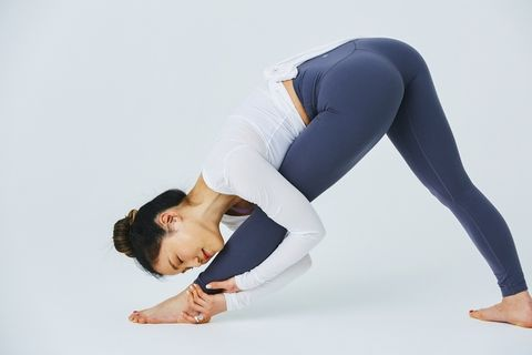 Physical fitness, Sportswear, Leg, Active pants, Leggings, Yoga, Joint, Arm, Knee, Tights,