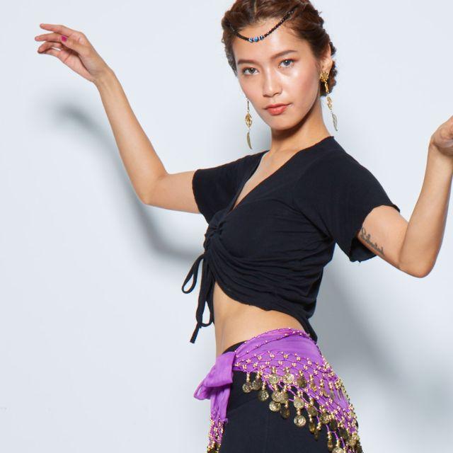 Dancer, Dance, Shoulder, Arm, Beauty, Belly dance, Abdomen, Performing arts, Joint, Gesture,