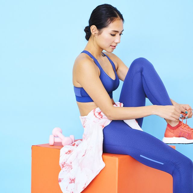 Shoulder, Sitting, Leg, Physical fitness, Joint, Human leg, Arm, Knee, Yoga mat, Pilates,