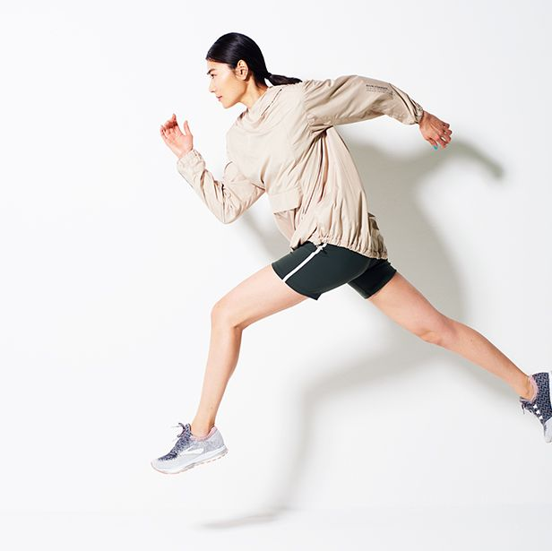 Leg, Joint, Standing, Arm, Shoulder, Knee, Recreation, Human leg, Human body, Footwear,