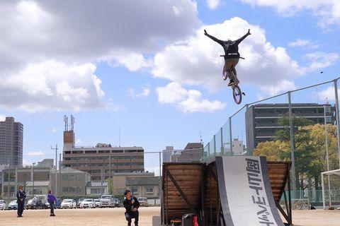 Sky, Urban area, Flip (acrobatic), Street light, City, Bicycle motocross, Architecture, Cloud, Freestyle bmx, Sculpture,