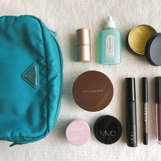 Aqua, Turquoise, Product, Beauty, Cosmetics, Teal, Material property, Brush, Eye shadow, Bag,