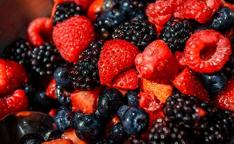 Natural foods, Food, Berry, Fruit, Blackberry, Frutti di bosco, Superfood, Plant, Superfruit, Fruit salad,