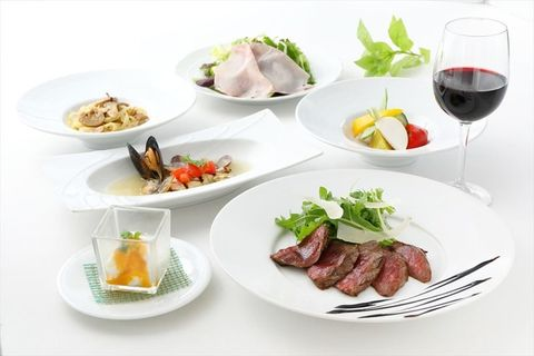 Dish, Cuisine, Food, Meal, Ingredient, À la carte food, Garnish, Roast beef, Meat, Lunch,